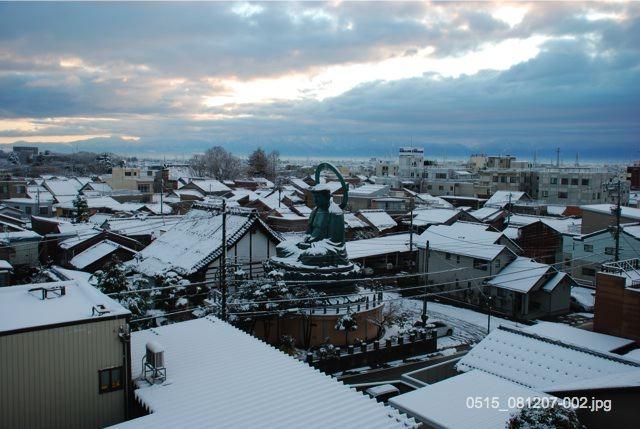 大仏寺周辺の雪景色 ・クリックで拡大します。  高岡大仏と周辺景観